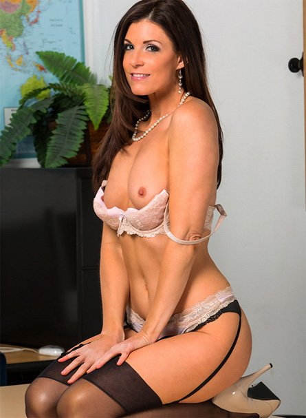india summer small tits